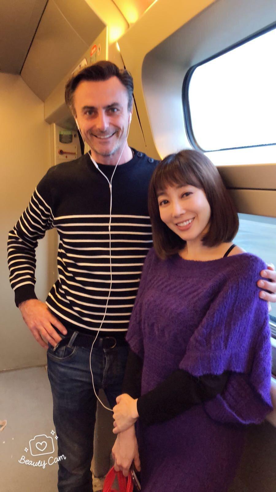 Nana遇見溫柔的法國男生,一起合照。圖/Nana提供