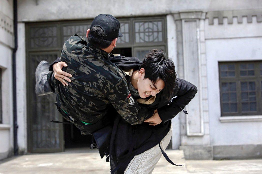 子閎飾演的萬雙龍被稱為「史上最狠高中生」。圖/可米傳媒提供