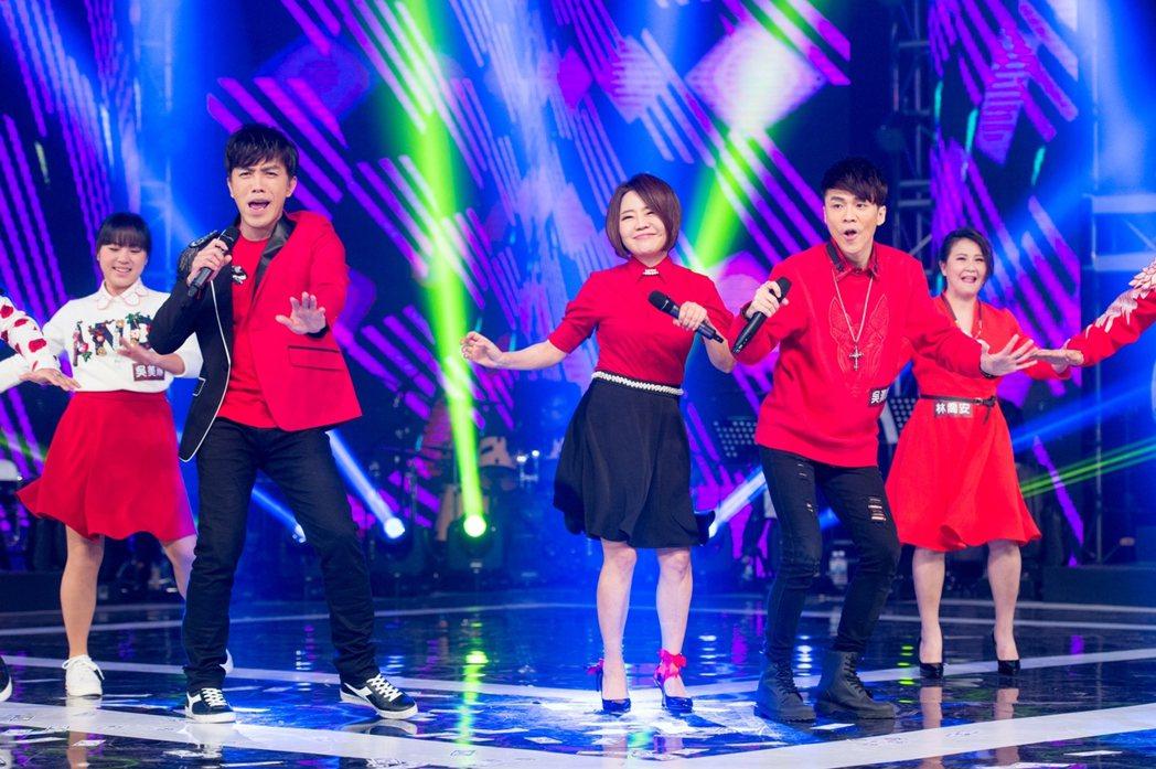 于美人(右三)為三立除夕特別節目挑戰跳舞。圖/三立提供