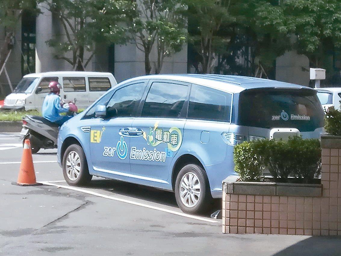 新北市電動車有多項優惠,且計畫在商場、捷運站等地增設停車位。記者施鴻基/攝影