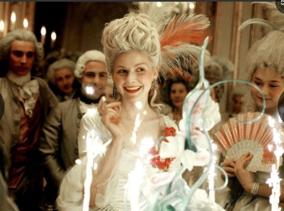 法國國王路易十六的妻子瑪麗安東妮模樣絕美,是當時巴黎時尚指標。圖╱取自柯夢波丹日...