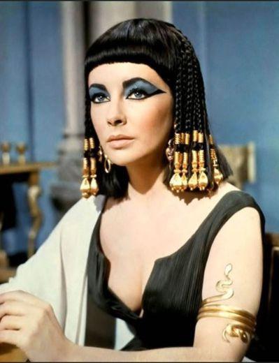 埃及豔后Cleopatra兩千年前就懂得享受牛奶浴。圖╱取自柯夢波丹日文版網頁