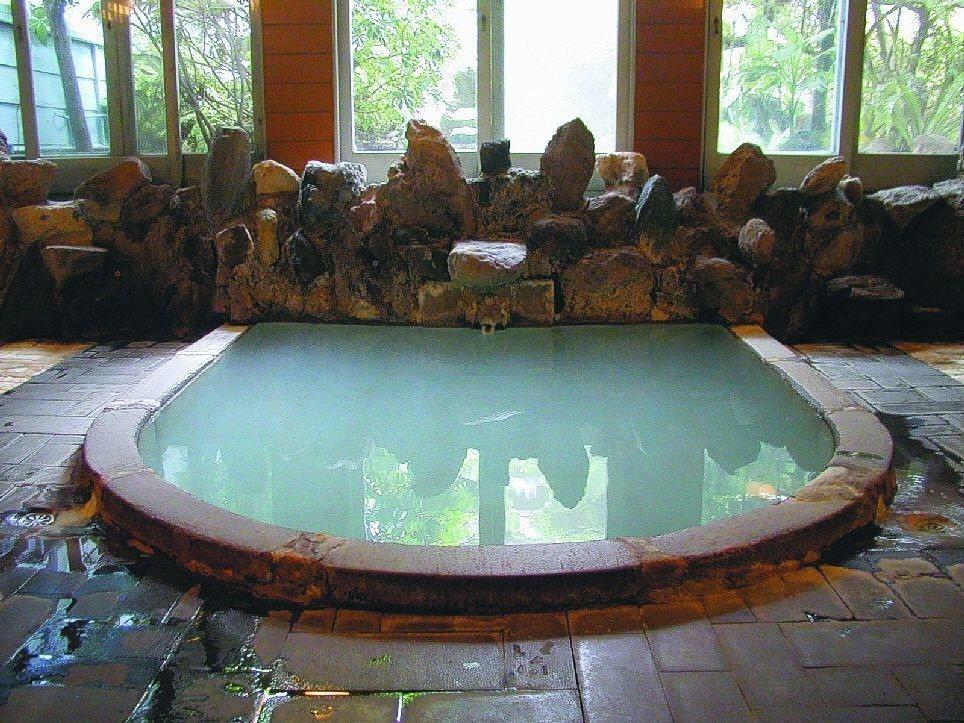 溫泉富含豐富的礦物質,有美膚作用。 圖/聯合報系資料照片