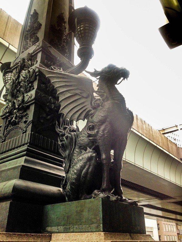 日本橋 麒麟 像 意味