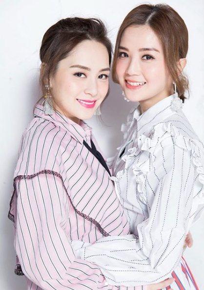 阿Sa(右)為阿嬌(左)第一時間獻上祝福。圖/摘自IG