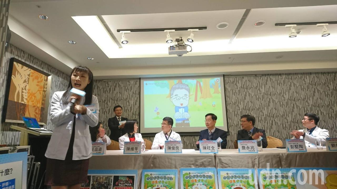 台灣學童過敏性鼻炎盛行率逐年攀升,中華民國中醫師公會全聯會今日舉行護鼻健康操推廣...
