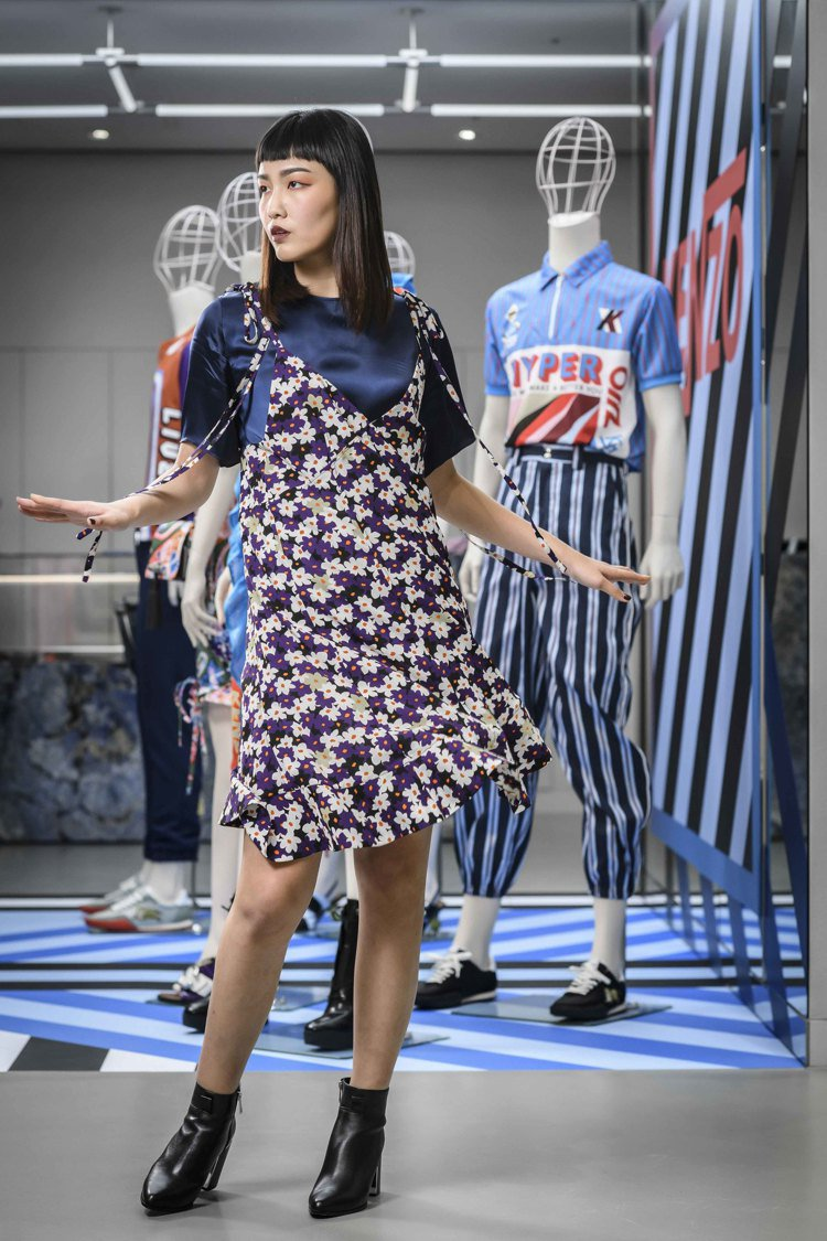假兩件式印花洋裝,21,800元。圖/KENZO提供