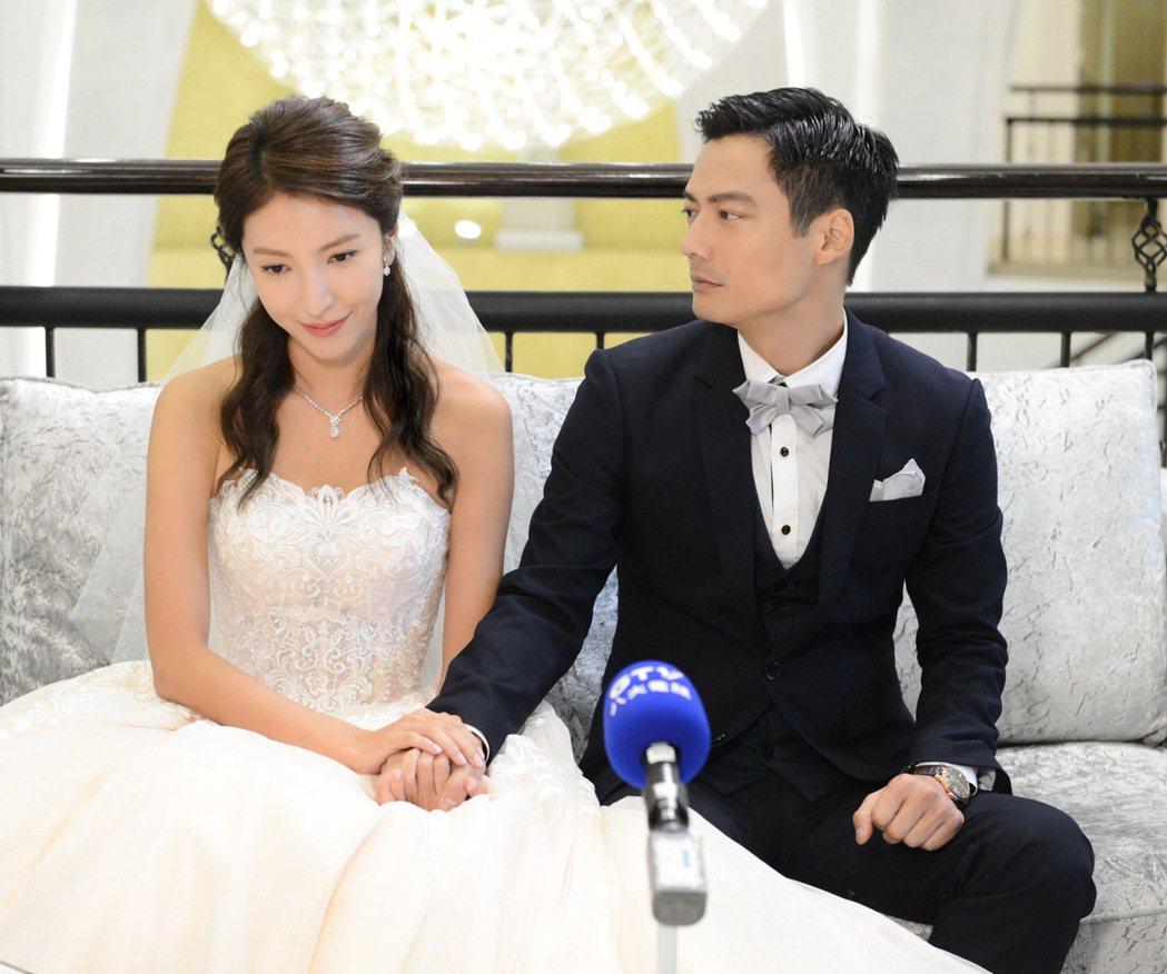 楊謹華(左)與高聖遠在「我的男孩」中論及婚嫁。圖/八大提供