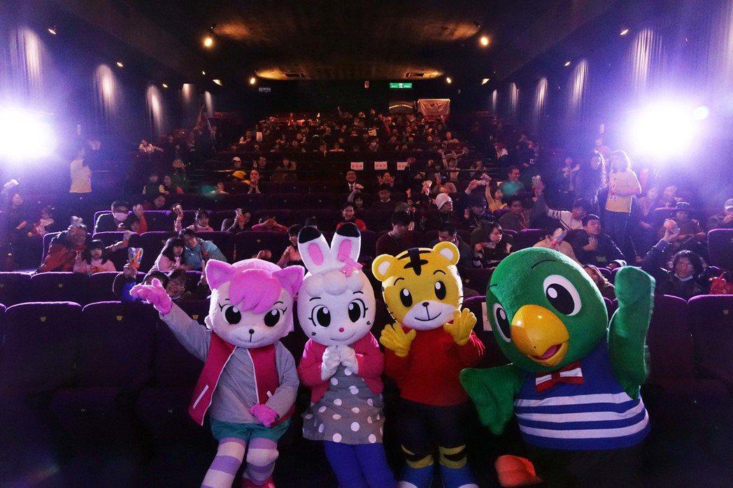 「巧虎的彩虹綠洲」首映會,吸引不少家長帶著孩子捧場。圖/全民大劇團提供