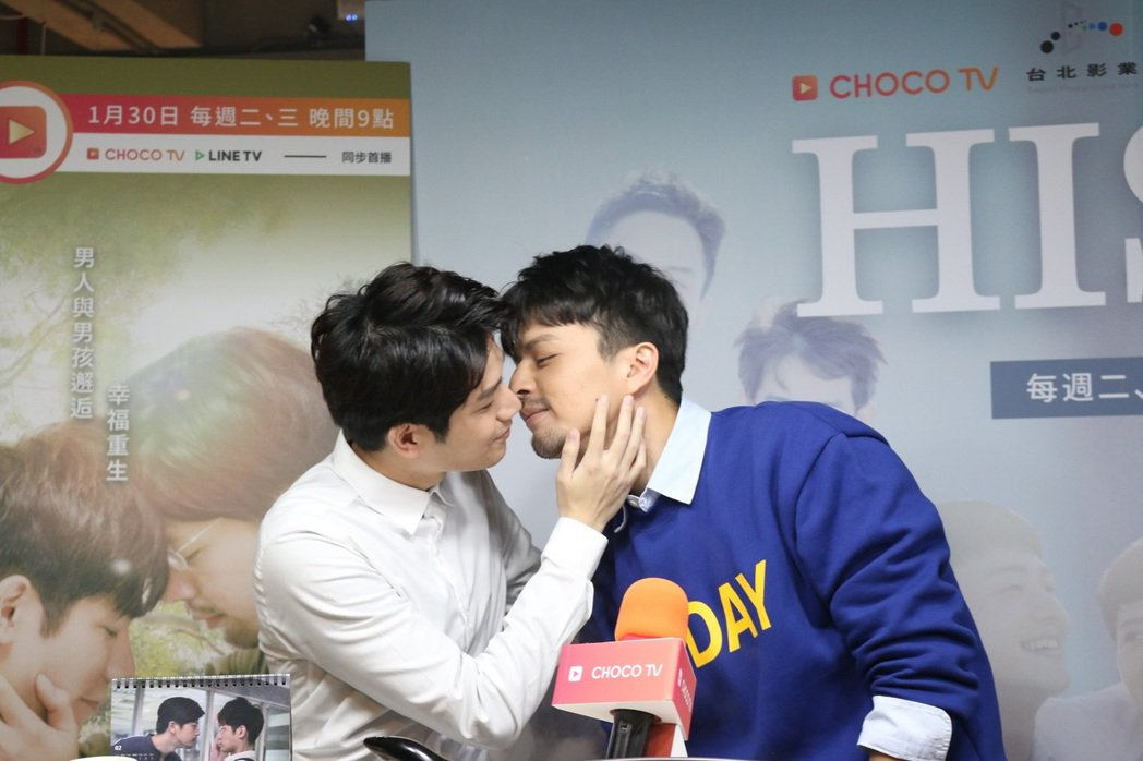 江常輝(右)、張行上演男男師生戀。圖/CHOCO TV提供