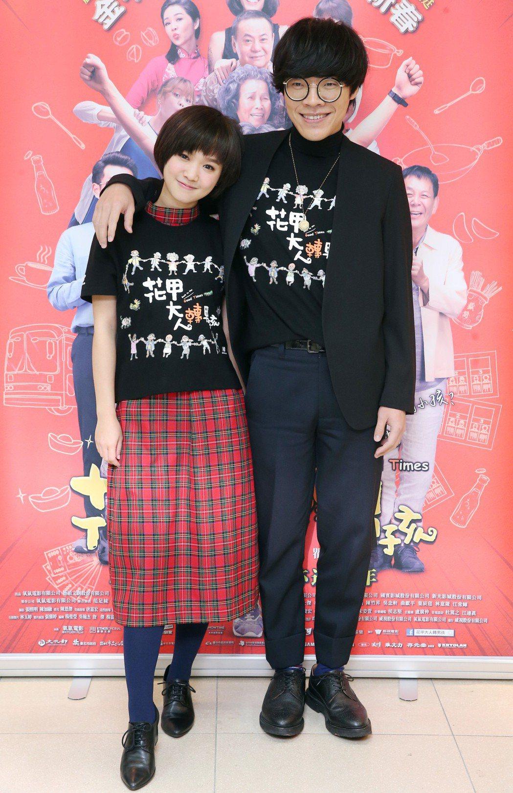 電影《花甲大人轉男孩》主要演員盧廣仲(右)、嚴正嵐(左)接受媒體聯訪宣傳新戲。記...
