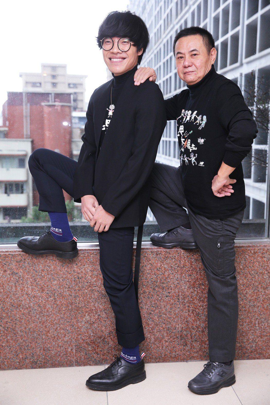 電影《花甲大人轉男孩》主要演員盧廣仲(左)及蔡振南(右)接受媒體聯訪宣傳新戲。記...