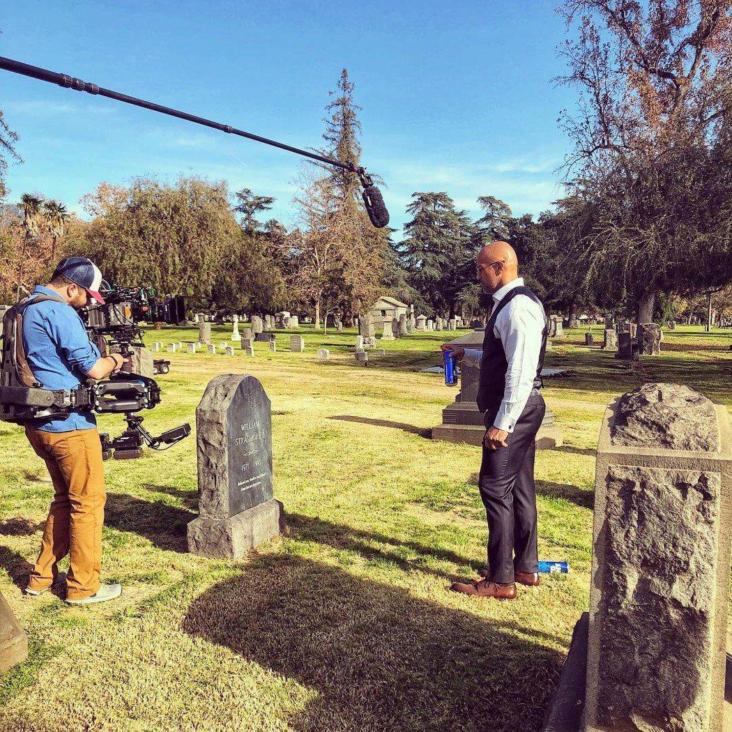 巨石強森墓地拍戲意外勾起往日的傷痛回憶。圖/摘自Instagram