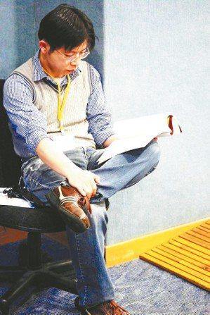 許榮哲,曾任《聯合文學》雜誌主編,現任「走電人」電影公司負責人。代表作《小說課》...