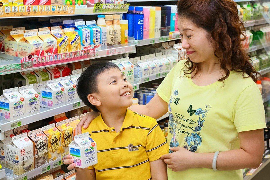 家長可運用超商含鈣量豐富的鮮乳,為發育期孩童的鈣質攝取量把關。 圖/瑞穗鮮乳 提...