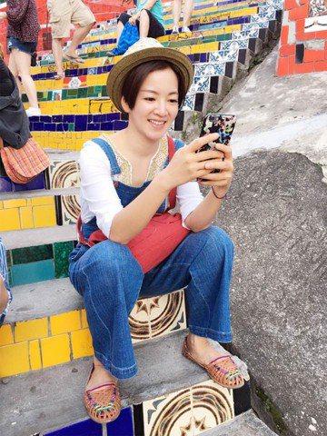 1999年以「剉冰舞」走紅兩岸三地的藝人柳翰雅(阿雅),後於2006年暫退演藝圈道國外進修,後來又於2007年重返演藝圈。她在2014年與西藏第七世竹慶本樂仁波切(轉世仁波切)結婚後,目前育有3歲寶...