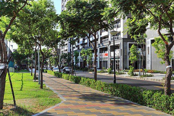 超級城市造鎮綠覆率高,環境良好。