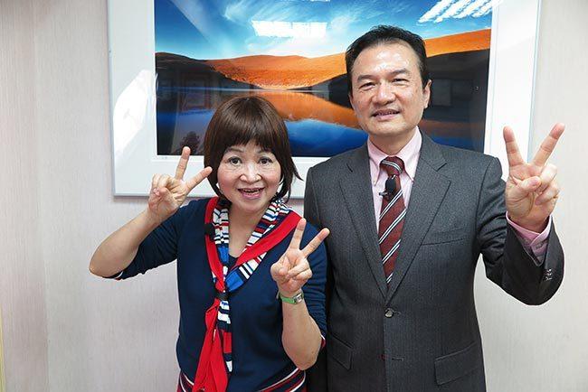 理財周刊發行人洪寶山(右)、演說家吳娟瑜(左)