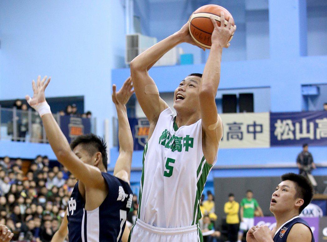 松山林正拿下個人生涯新高的32分外帶22籃板,助隊擊敗東泰。記者余承翰/攝影