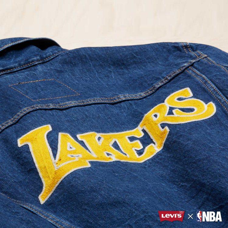 Levi's與NBA聯名系列湖人隊徽牛仔夾克背面。圖/Levi's提供