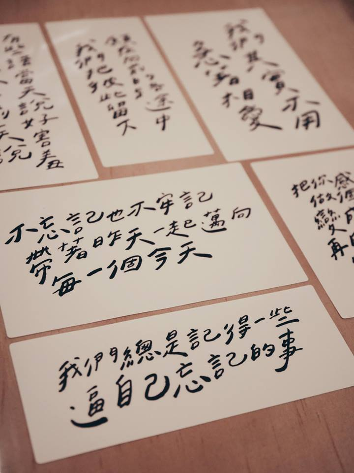 「今晚我是手」寫的每段話背後都有一個真實的故事。圖/記者江佩君攝影