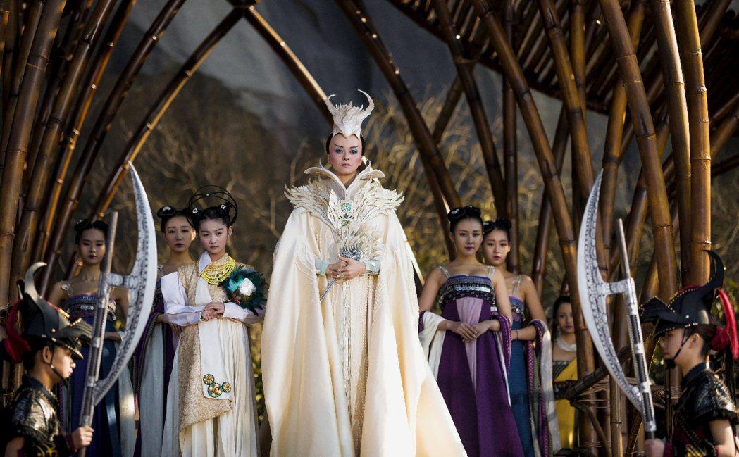 梁詠琪在「西遊記女兒國」中扮演國師。圖/海樂提供