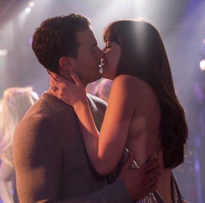 「格雷的五十道陰影:自由」中,男女主角終於結為夫妻。圖/翻攝自YouTube