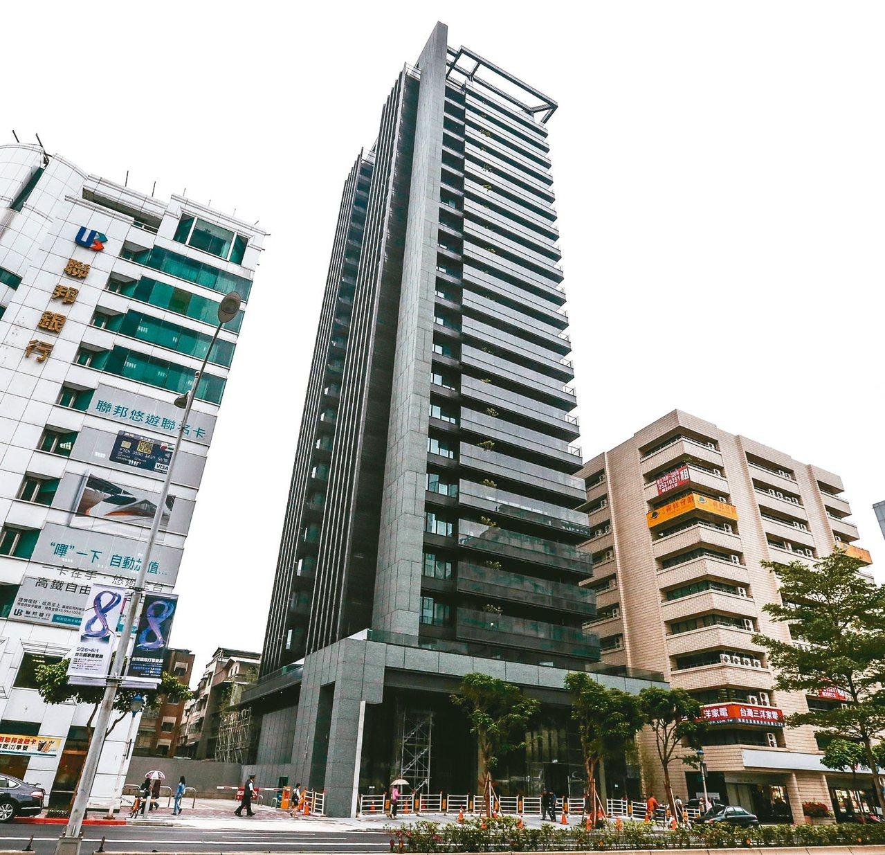 「松江1號院」、「大安元首」,去年交易價格與社區最高單價相較都下跌三成以上。 本...
