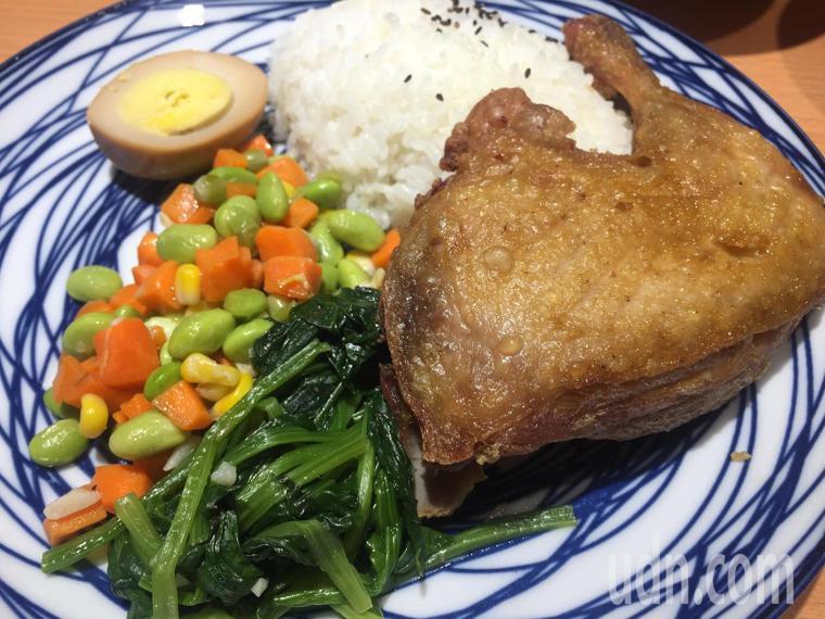 雞腿飯。記者郭宣彣/攝影