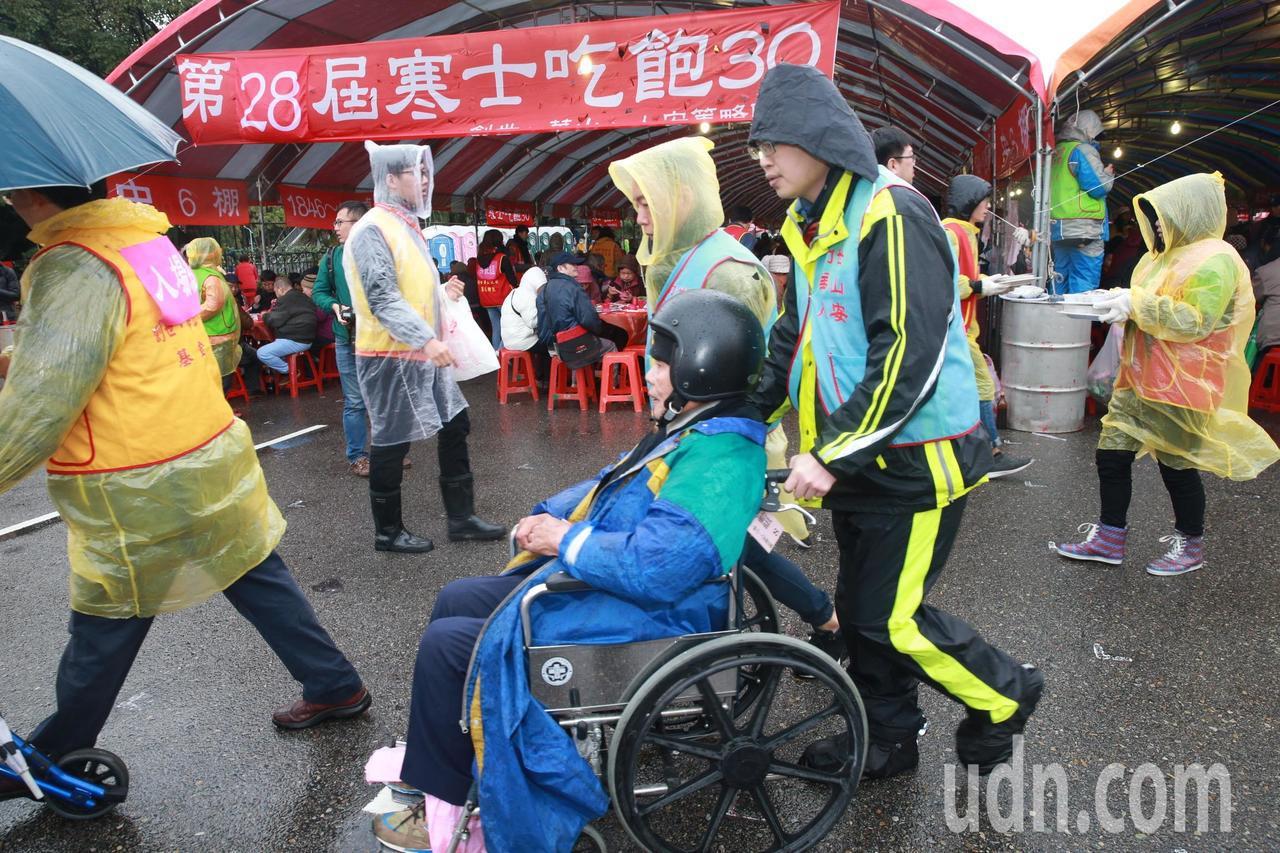 中午在總統府前廣場、凱達格蘭大道舉行,台北席開2200桌,宴請寒士,同時享用一頓...