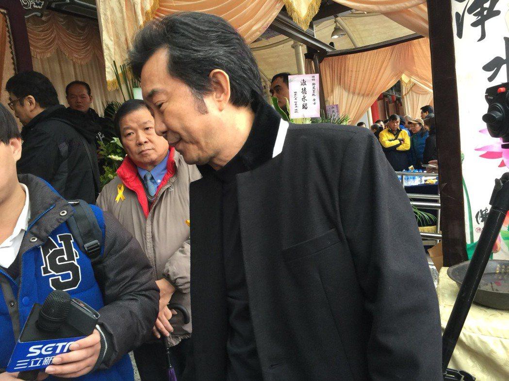 高群出席康妻告別式悼念。記者陳慧貞/攝影