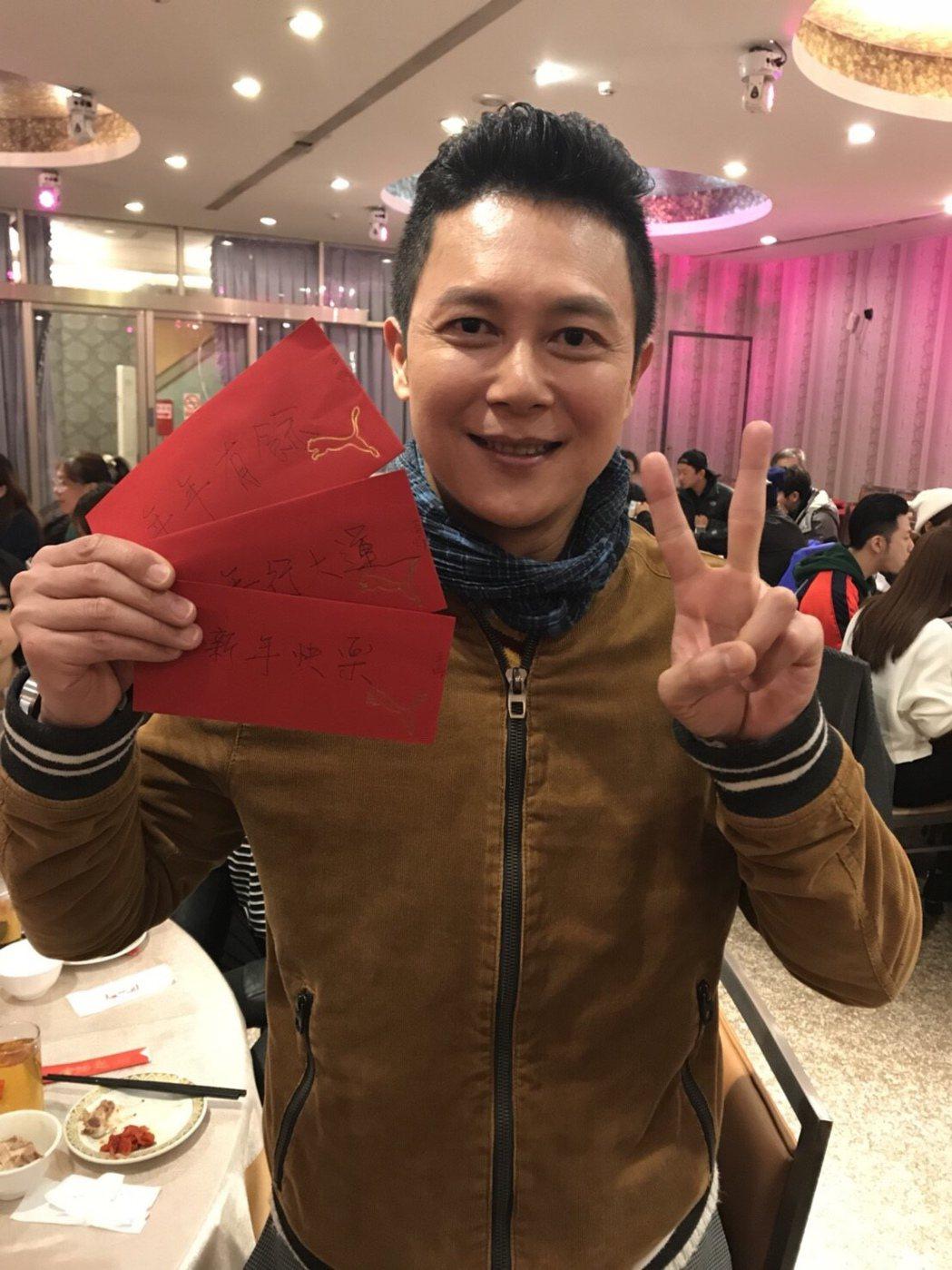 王燦出席「實習醫師鬥格」尾牙當散財童子。圖/民視提供