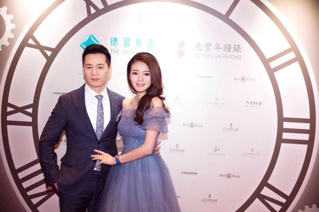 安以軒和老公陳榮煉出席投資錶款精品店開幕剪綵。圖/安以軒工作室提供