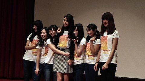 經過長達5個月的徵選,TPE48今天選出最終成員。72名準候選生從3000位報名者中脫穎而出,最後共45人雀屏中選,成為TPE48一期生。幸運獲選的女孩在台上放聲哭泣,沒被選上的參賽者也難過落淚,全...