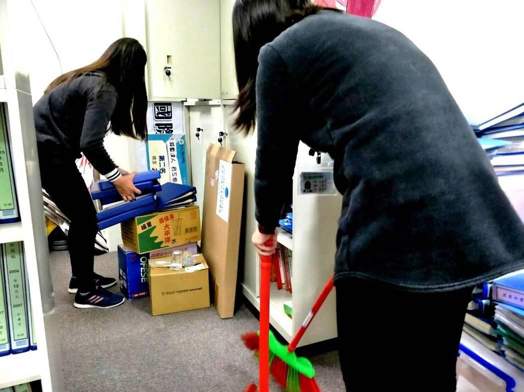 民眾春節大掃除要注意身體防護,以免容易產生過敏症狀。圖/童綜合提供
