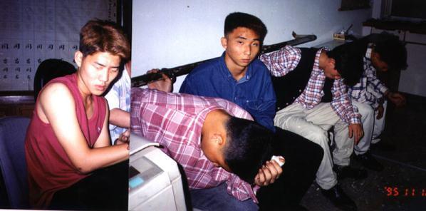 民國84年,涉嫌結夥強盜的中正預校在學學生邢原魁(左)、張繼昊(左三)等五人。 ...