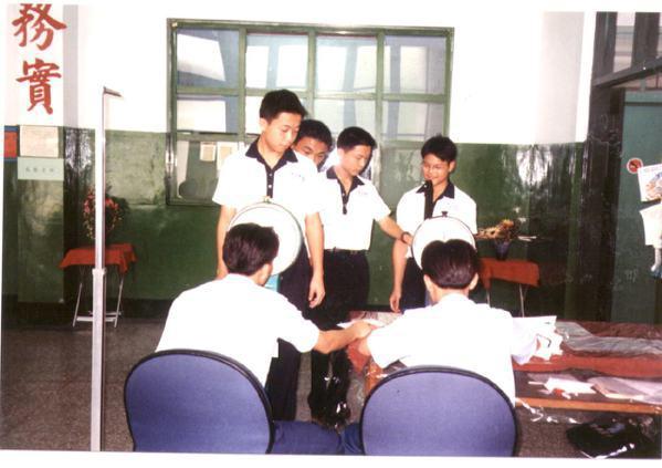 報考中正預校的考生在空軍嘉義基地第四醫護中隊接受體檢情形。 圖/聯合報系資料照片