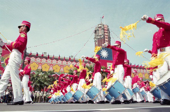民國78年國慶大會,由中正預校軍樂隊,吹起象徵中華民國國運昌隆的號角。 圖/聯合...