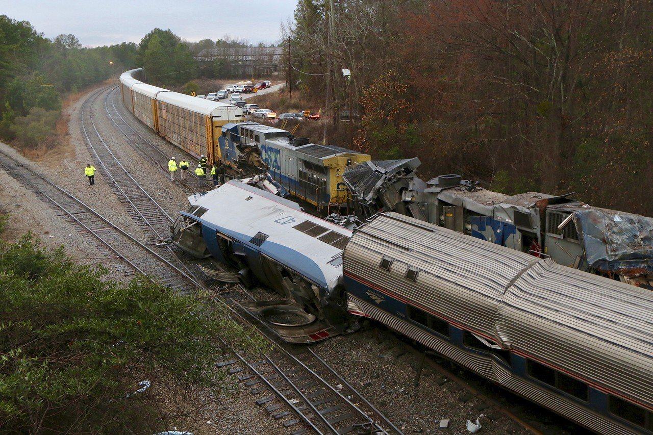 美國鐵列車撞上貨運列車 疑入錯軌釀禍