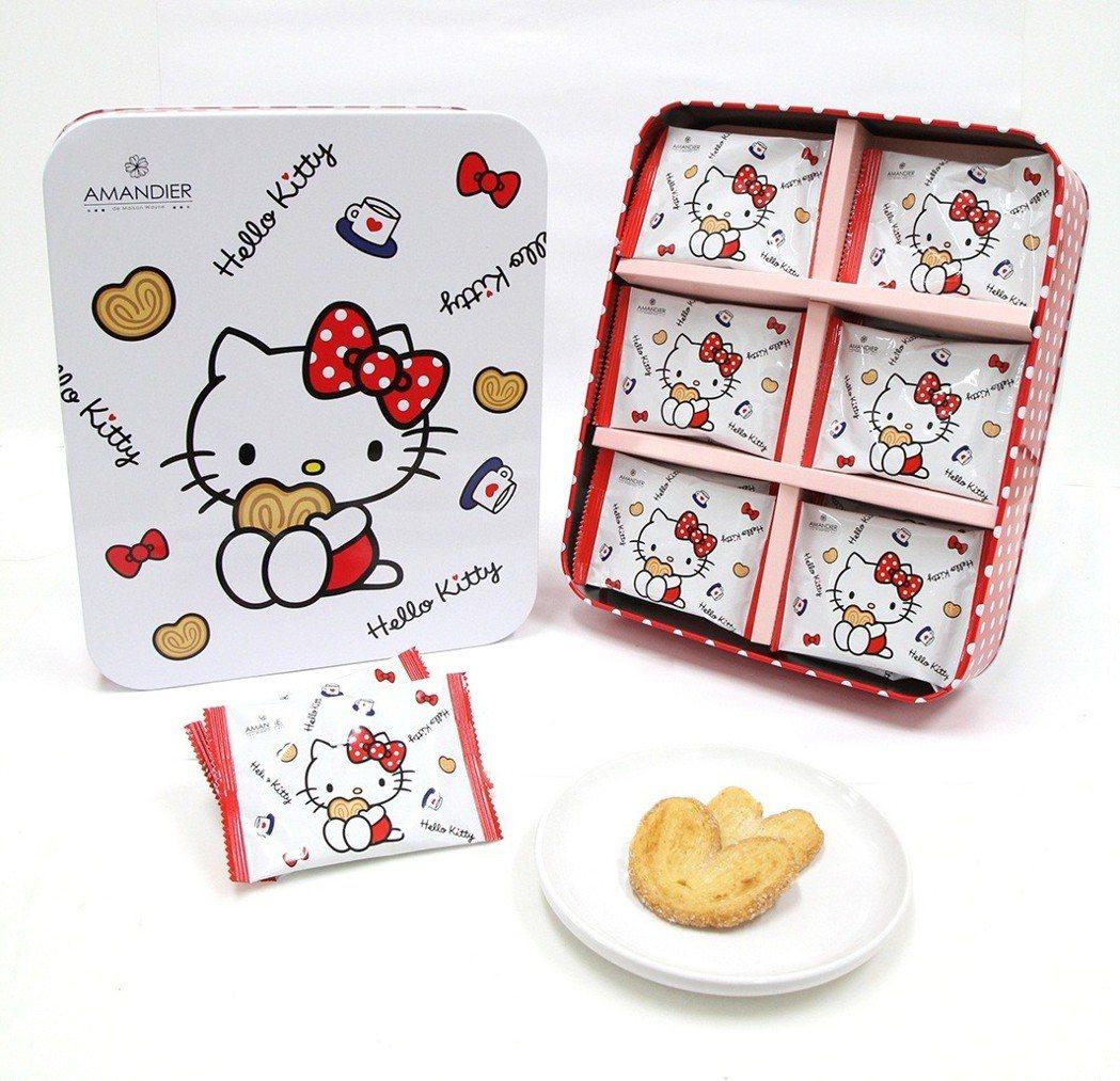 凱蒂貓愛心蝴蝶酥禮盒,售價499元。圖/萊爾富提供
