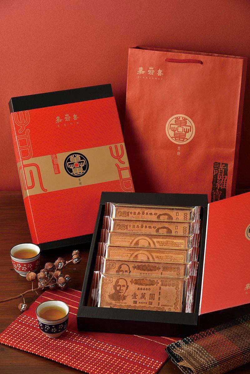 嘉冠喜鈔票煎餅禮盒,特價359元。圖/愛買提供
