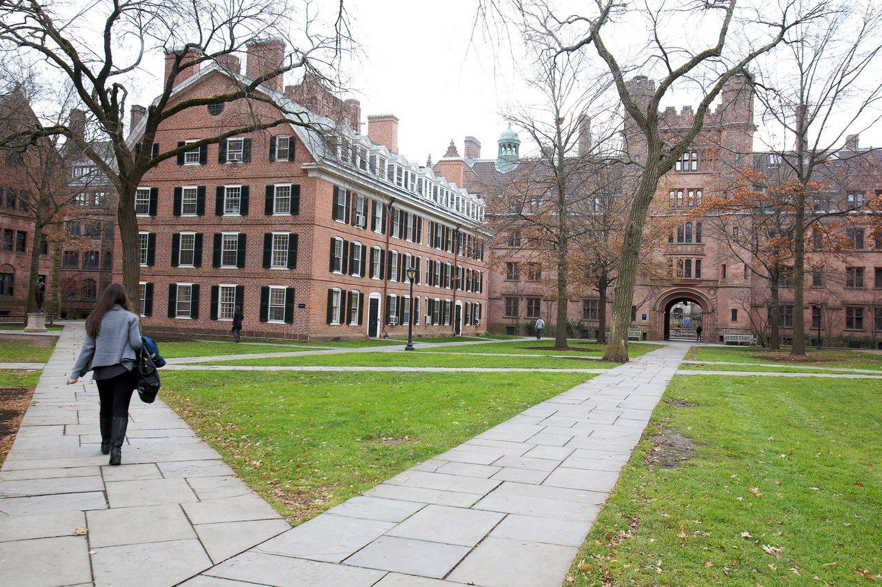 美國學者穆勒著書批評,許多大學引用量化標準來評鑑,扭曲了高等教育的目的。圖為美國...