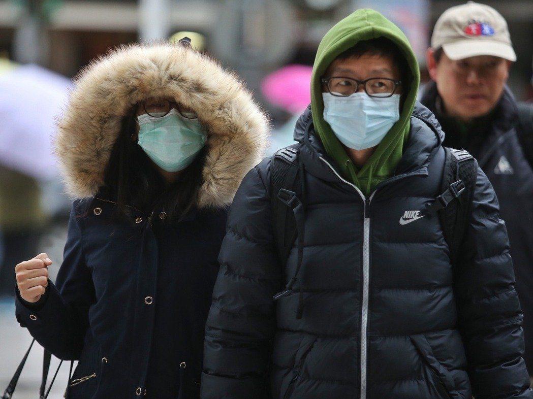 近日寒流急凍全台,急診醫師指出,心血管、血壓飆高、胸悶等患者,較平常多出1至2成...