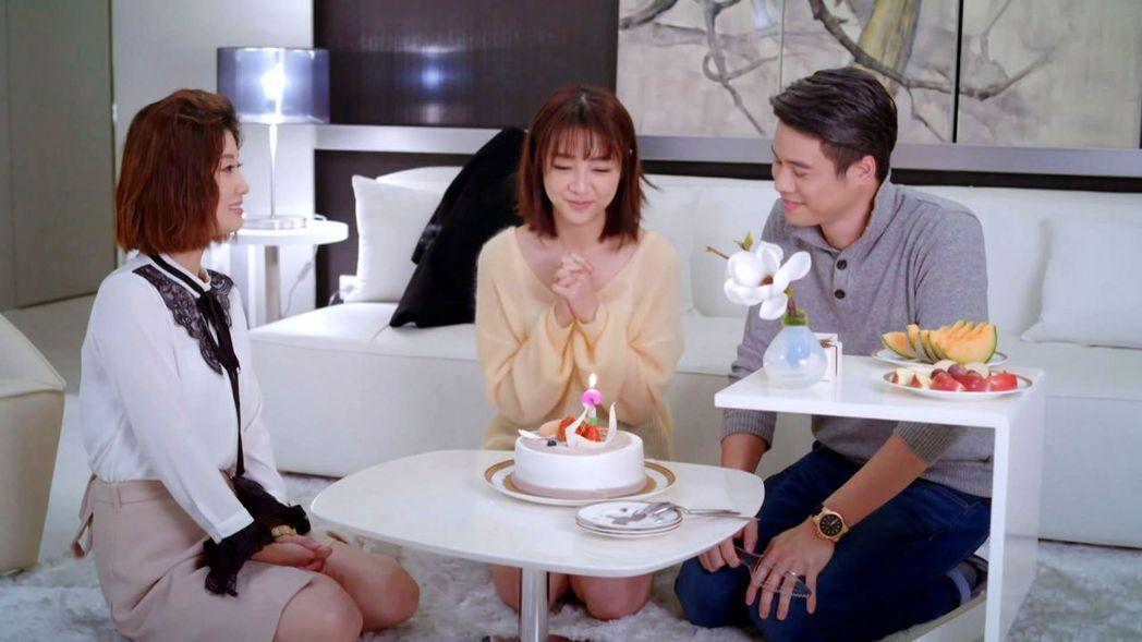 朱芷瑩(左)詮釋三人行婚姻演技大爆發。圖/三立提供
