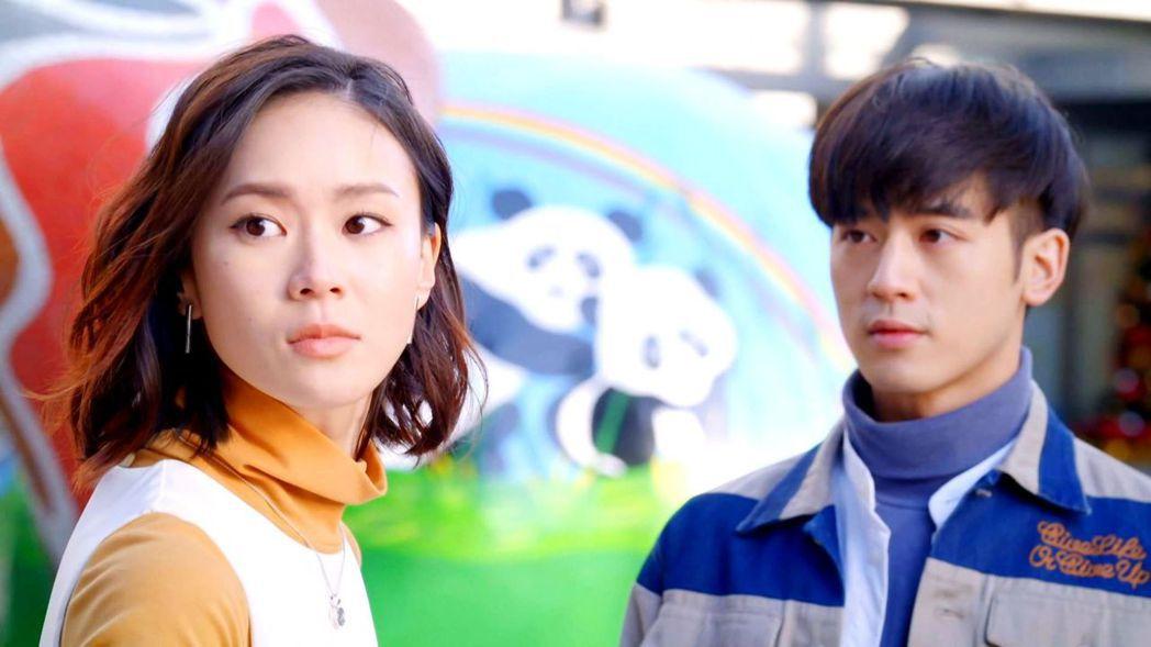 鍾瑶(左)劇中發現感情遭小三介入。圖/三立提供