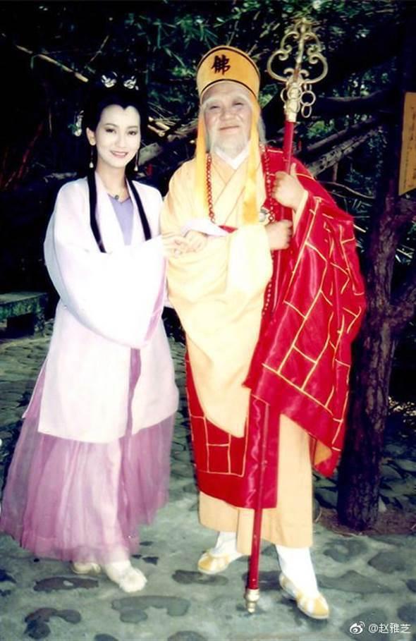 趙雅芝(左)悼念已逝的前輩乾德門(右)。圖/摘自微博