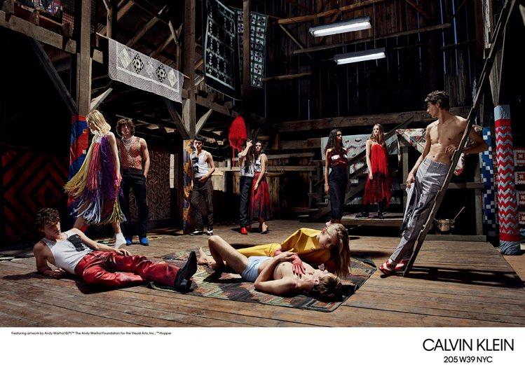 CALVIN KLEIN更是找了超過20位模特兒,詮釋205W39NYC全球形象...