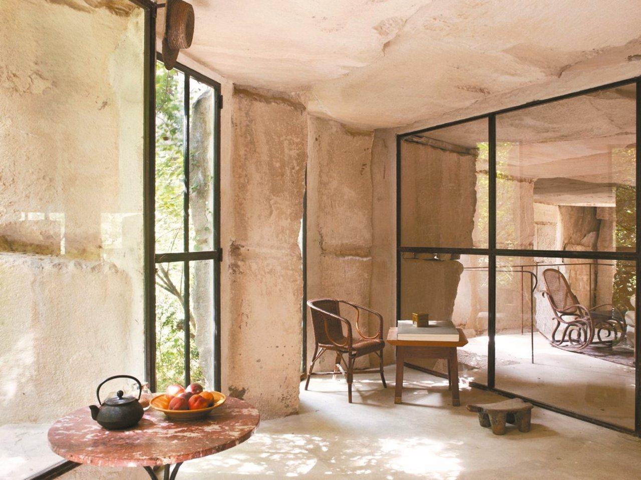 法國前總統也去過的國際建築師現代石穴山居。 圖/有行旅提供