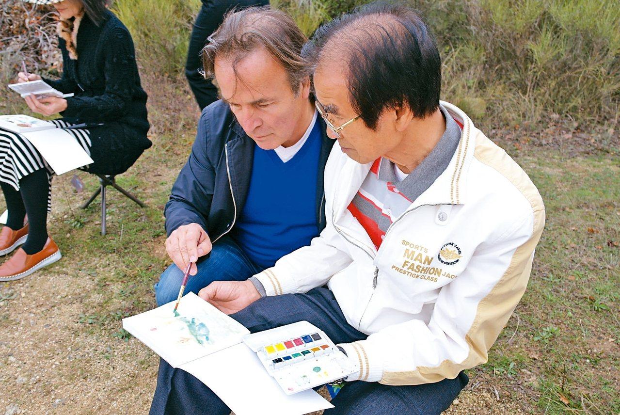 長居呂貝宏的知名畫家Pierre Jaccaud帶領旅人席地戶外寫生。 圖/有行...