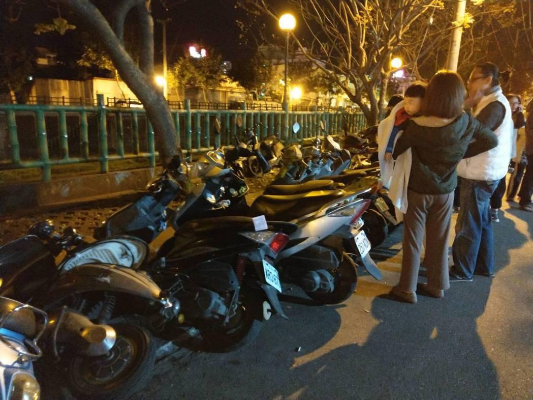 花蓮市民驚慌逃出門,大喊比九二一還恐怖。記者王燕華/攝影